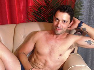 Watch MyAssIsUrs Live On Cam