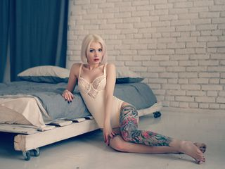 JadeHotBlonde -I ll charm you with