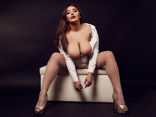 RebeccaBlussh Marvellous Big Tits LIVE!-I am the type of