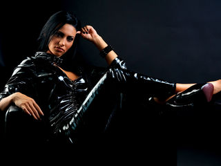 Voir le liveshow de  1nolimit4u de Livejasmin - 27 ans - I'm a real Domina, you shall fall on your knees and worship me while you can! You may touch a ...