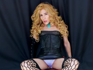 tranny webcam model pic of WanndaXhotTS