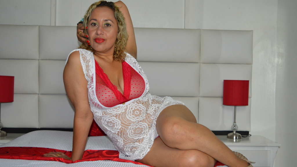 Watch the sexy EvaMommyMature from LiveJasmin at GirlsOfJasmin
