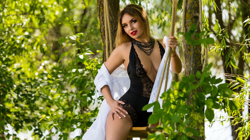 DangerousAmanda online at GirlsOfJasmin