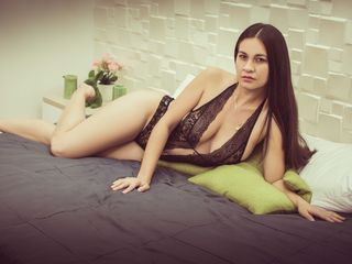 LucyHiltonn Latina Cams girls