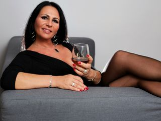 VIVO.webcam AgatheKiss (47) MILF with big breasts