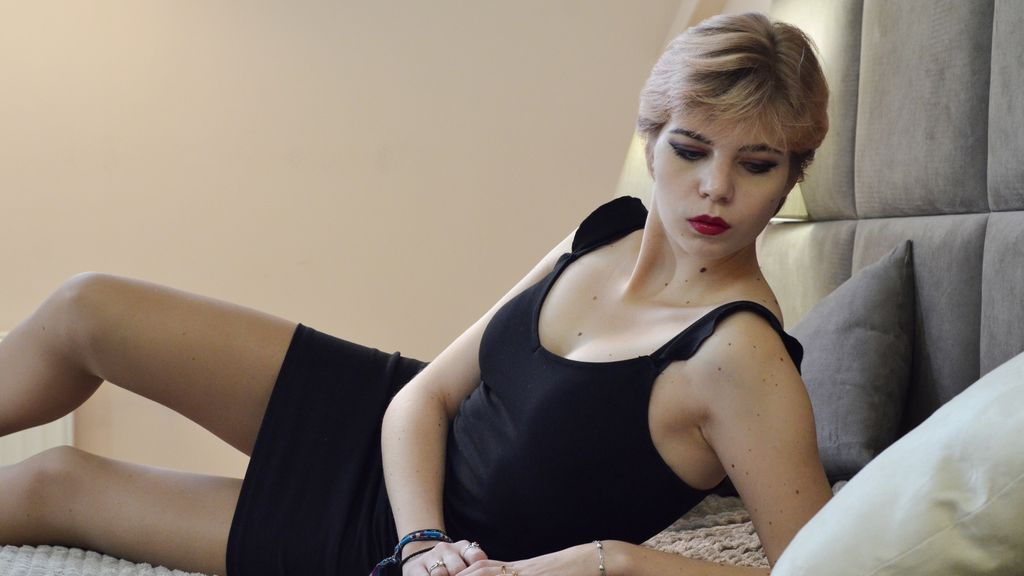 Watch the sexy LauraGrange from LiveJasmin at GirlsOfJasmin