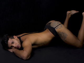 I'm A Live Chat Good-looking Men! My Name Is AndrewMore, I'm 25 Years Old! I Have Brown Hair