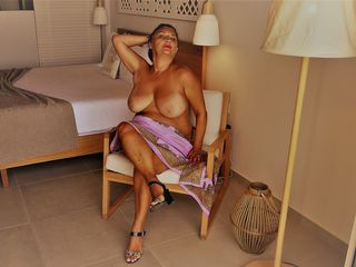 VIVO.webcam AnnaBlanca (49) MILF with big breasts