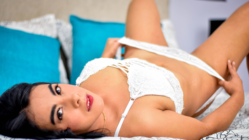 Watch the sexy AllisonWoods from LiveJasmin at GirlsOfJasmin