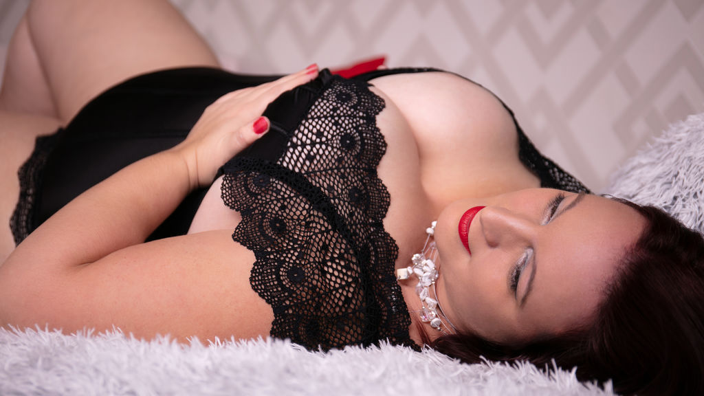KellyShyBBW LiveJasmin Webcam Model