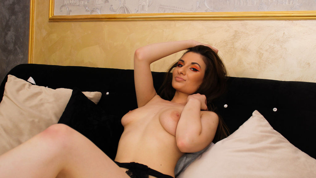 AneysFrost online at GirlsOfJasmin