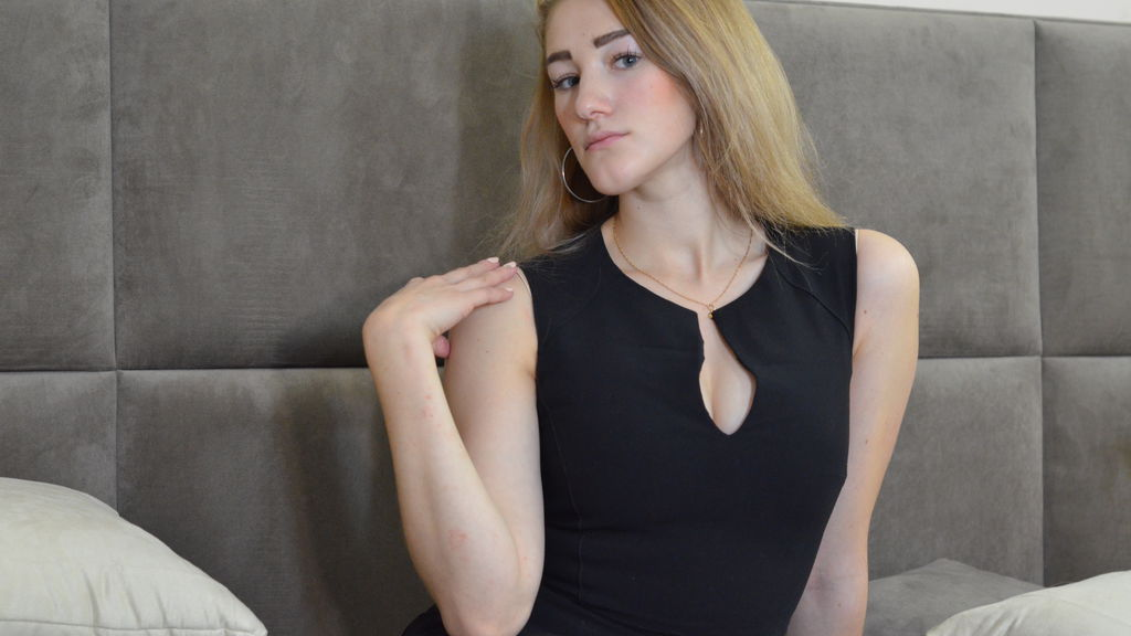 Watch the sexy FoxyLilly from LiveJasmin at GirlsOfJasmin