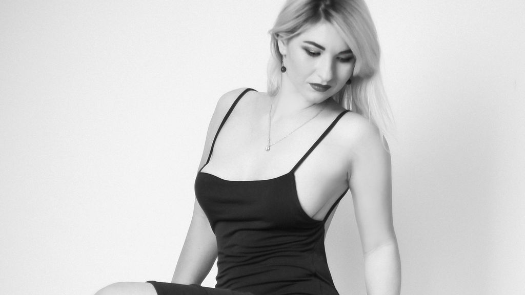 LovellyLina online at GirlsOfJasmin
