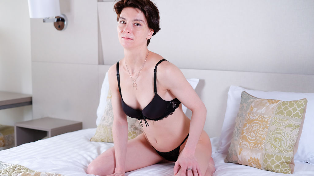 Watch the sexy EmmaAngell from LiveJasmin at GirlsOfJasmin