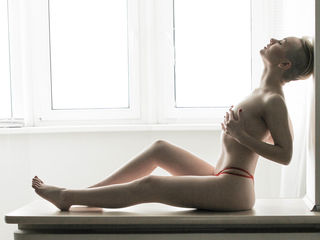 Webcam model ViolettaAmour from Web Night Cam (LiveJasmin)