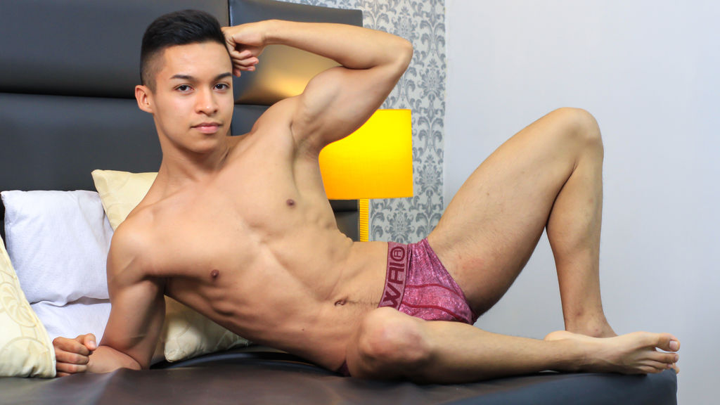 Watch the sexy TommyHilton from LiveJasmin at GirlsOfJasmin